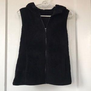 Uniqlo fluffy fleece hooded vest